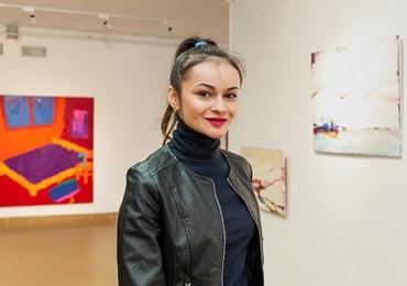 «Я не сприймаю колір…»: Ангеліна Гафинець представила в Ужгороді першу персональну виставку
